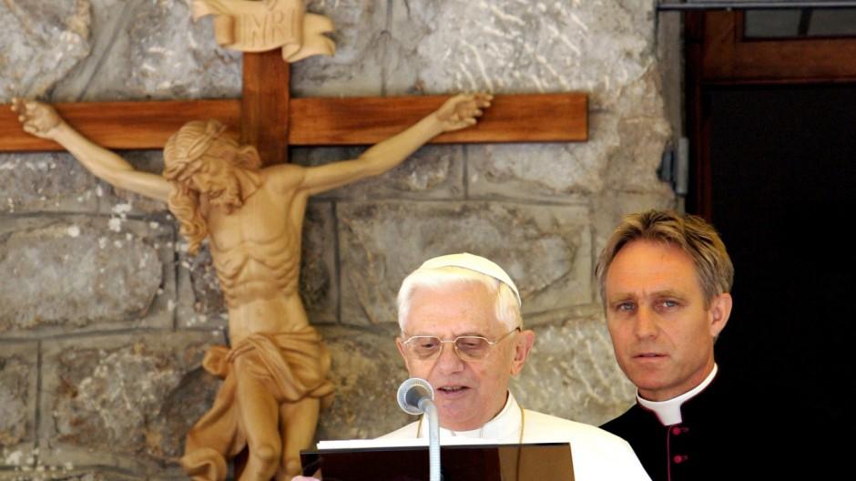 Papst Benedikt XVI und sein Sekretär Georg Gänswein