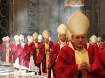 Kardinäle im Petersdom