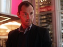 "Jude Law in ""Side Effects"""