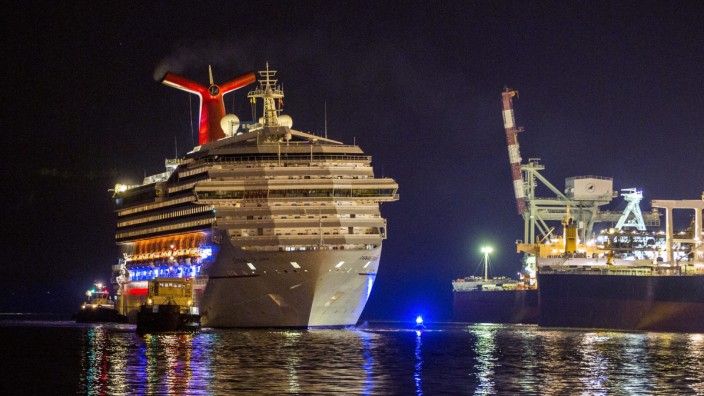 Carnival Triumph cruise ship arrives in Mobile, Alabama, USA