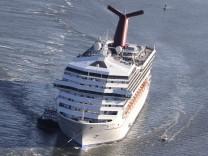 Luxusliner Kreuzfahrtschiff Carnival Triumph Bademäntel