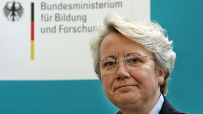 Schavan tritt als Bundesbildungsministerin zurück