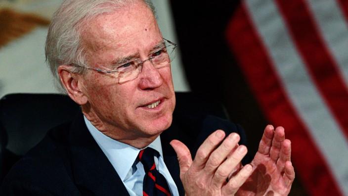 Joe Biden USA Vizepräsident Waffen Sturmgewehr