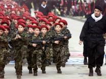 Schiiten-Miliz Hisbollah in Beirut (Archiv 2000): Uniformierte Kinder