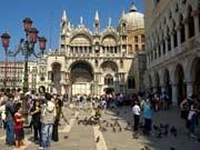 Italien Venedig Markusplatz Straßenhändler, dpa