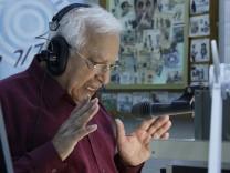 Radiomoderator Menasche Amir erklärt den Iranern Iran