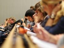 Mit 17 an die Uni: Worauf Campus-Küken achten müssen