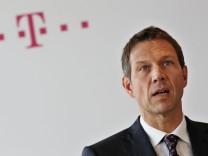 Telekom-Chef Obermann legt Bilanz 2012 vor