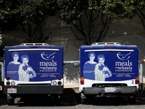 Streit um US-Haushalt, Sequester Cuts Threaten Programs For Poor Such As Meals On Wheels
