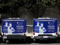 Streit um US-Haushalt, Sequester Cuts Threaten Programs For Poor Such As Meals On Wheels