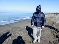 Beppe Grillo am Strand von Marina di Bibbona