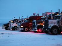 Eagle Plains Lodge, Dempster Highway, Kanada, Nordamerika, Trucker