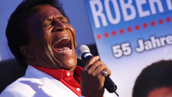 Roberto Blanco singt.
