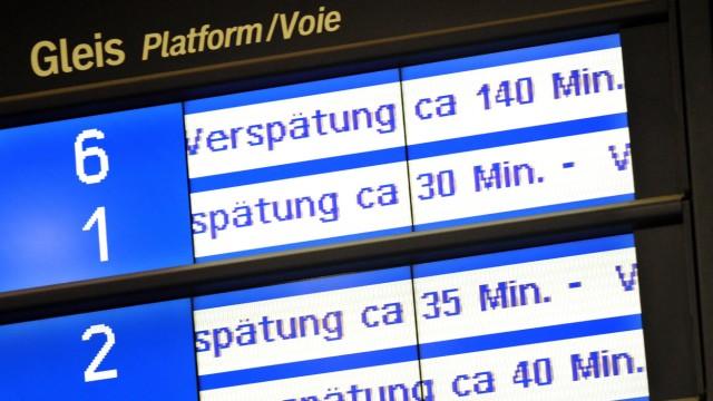 Bahn, Deutsche Bahn, Bahnhof, Zug, Hinweistafeln