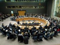 UN-Waffeninspektor Hans Blix berichtet im UN-Sicherheitsrat über die Situation im Irak, 2003