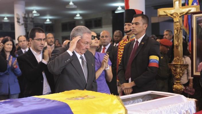 Raúl Castro nimmt Abschied von Hugo Chávez