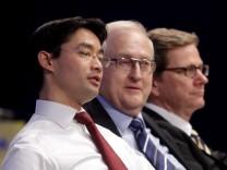 Philipp Rösler, Bundesvorsitzender der FDP und Vizekanzler (li.) mit dem FDP-Fraktionsvorsitzenden Rainer Brüderle und Bundesaußenminister Guido Westerwelle