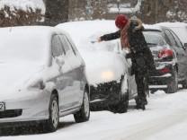 Winter Eis Schnee Hamburg, vollgeschneites Auto