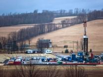 US-Wissenschaftler warnen, dass beim Fracking, mit dem etwa hier bei Troy in Pennsylvania (USA) Erdgas gefördert wird, Schadstoffe in die umliegenden Gewässer geschwemmt werden.