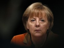 Angela Merkel warnt vor Maßlosigkeit bei Gehältern von Managern