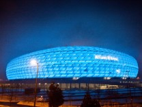 Allianz-Arena bei Nebel in blau