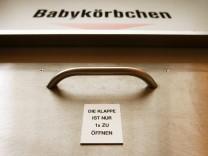 Essener Weihbischof Vorrath fuer Fortbestand von Babyklappen