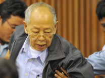 Khmer Rouge war crimes defendant, Ieng Sary, dies aged 87