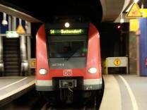 Münchner S-Bahn am Stachus.