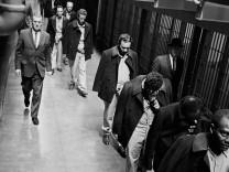 Gefangene verlassen am 21.03.1963 das Zuchthaus Alcatraz