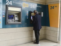 Branches of Cypriot banks remain closed in Cyprus amid EU bailout