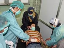 Junge in einem Krankenhaus in der syrischen Stadt Aleppo
