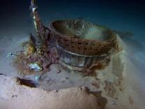 Amazon-Gründer Jeff Bezos geht davon aus, dass es sich bei diesem Schrott um Teile der Saturn-V-Rakete der Apollo-11-Mission handelt.