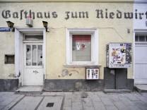 Altes Eckgebäude im Münchner Westend, 2011