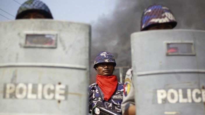 Nach Unruhen zwischen Moslems und Buddhisten in Myanmar ruft der Präsident den Notstand aus