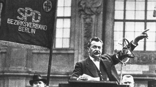 Otto Wels als Redner, 1932 Ermächtigungsgesetz  SPD FOTO: SZ Photo