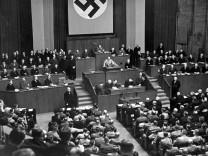 Am 23. März 1933 ermöglichte das Ermächtigungsgesetz den Weg zu Hitlers Diktatur