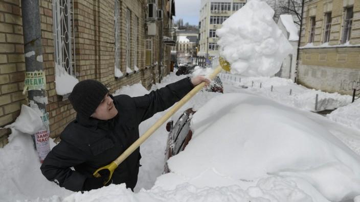 Kiew räumt Schnee per Photoshop