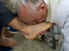 Papst Franziskus wäscht Häftlingen die Füße