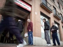 Slight decline in number of job seekers in Spain