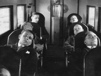 Passagiere in Schlafsesseln, 1926