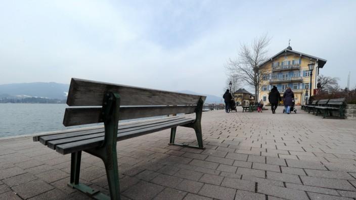 Spazierengänger am Tegernsee