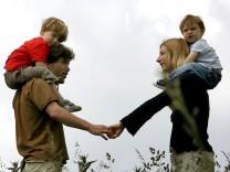 Bundestag berät abschließend über das Elterngeld