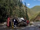 Bus stürzt in den Anden in eine Schlucht
