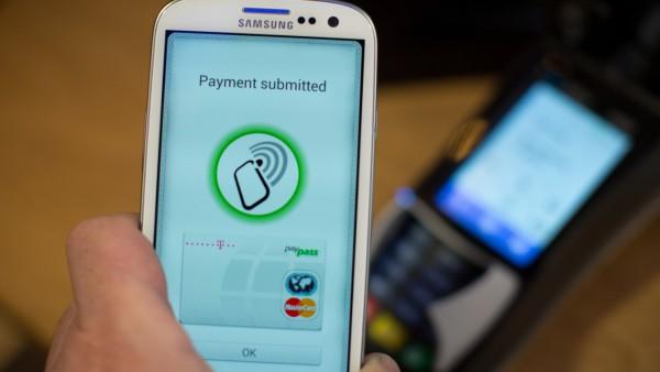 Smartphone Handy NFC WLAN Bluetooth UMTS HSPA (3G)