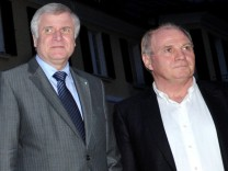 In der Steueraffäre von Uli Hoeneß warnte Bayerns Ministerpräsident HorstSeehofer vor vorschnellen Urteilen.