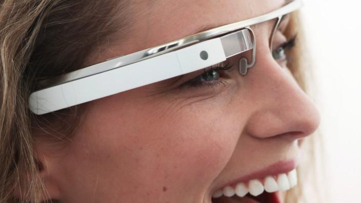 Vorstellung der Google-Datenbrille auf der Next