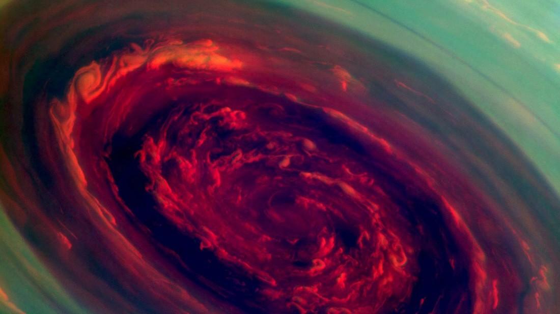 Riesen-Hurrikan über dem Saturn-Nordpol
