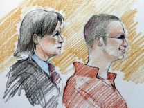 Accused Tucson shooter Jared Loughner appears in Federal court