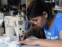 In Bangladesch wird Kleidung unter unmenschlichen Bedinungen und ohne Sicherheitsstandards hergestellt.