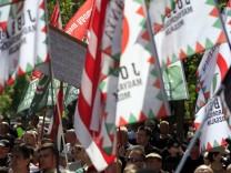 Hunderte Anhänger der rechtsextremen Jobbik-Partei in Ungarn